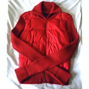 BCBGMAXAZRIA⎮red puffer jacket with knit sleeves